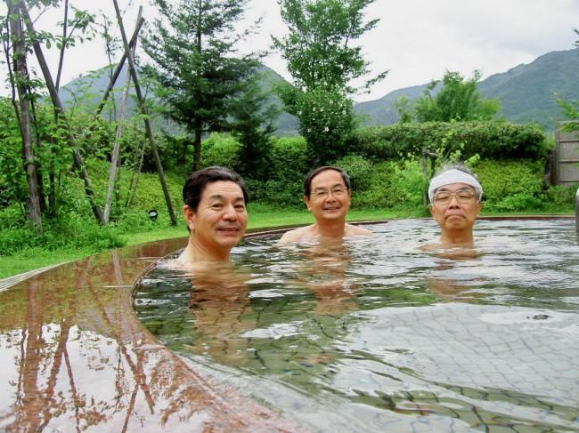 洋風の露天風呂 庭園で雰囲気は抜群
