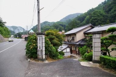 道路からの入口