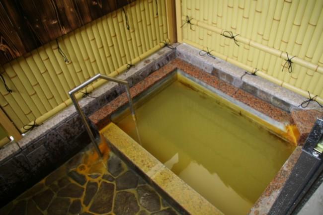 新築された方泉閣にある露天風呂