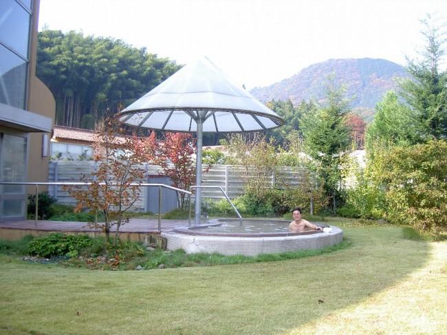 庭園の中の露天風呂朝霧の湯、朝湯は良いね~~