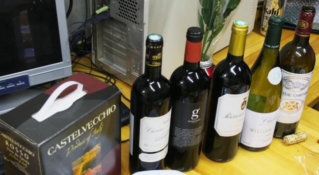 持ち寄ったワイン・・瓶の5本は飲み尽くしました