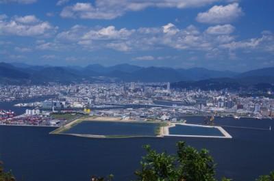 海から見た広島市