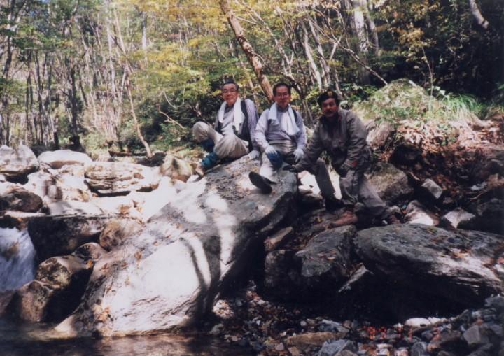 寂地峡から渓流に沿って登ります