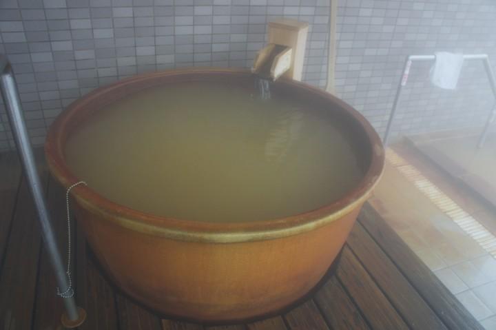 信楽焼の壺湯 ちょっとぬるめの源泉