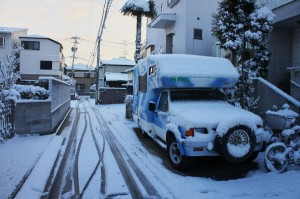 ロデオキャンパーも雪の中