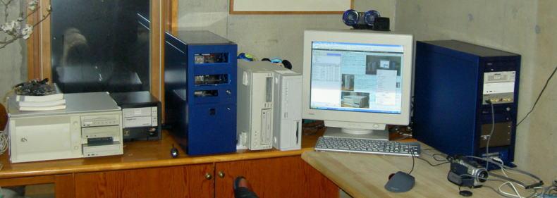 居間に新しいパソコンのステーションを新設 寝室に閉じこもりと評判が悪かったためです