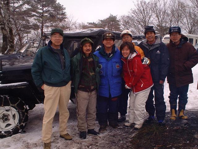 東山の駐車場で雪中キャンプ
