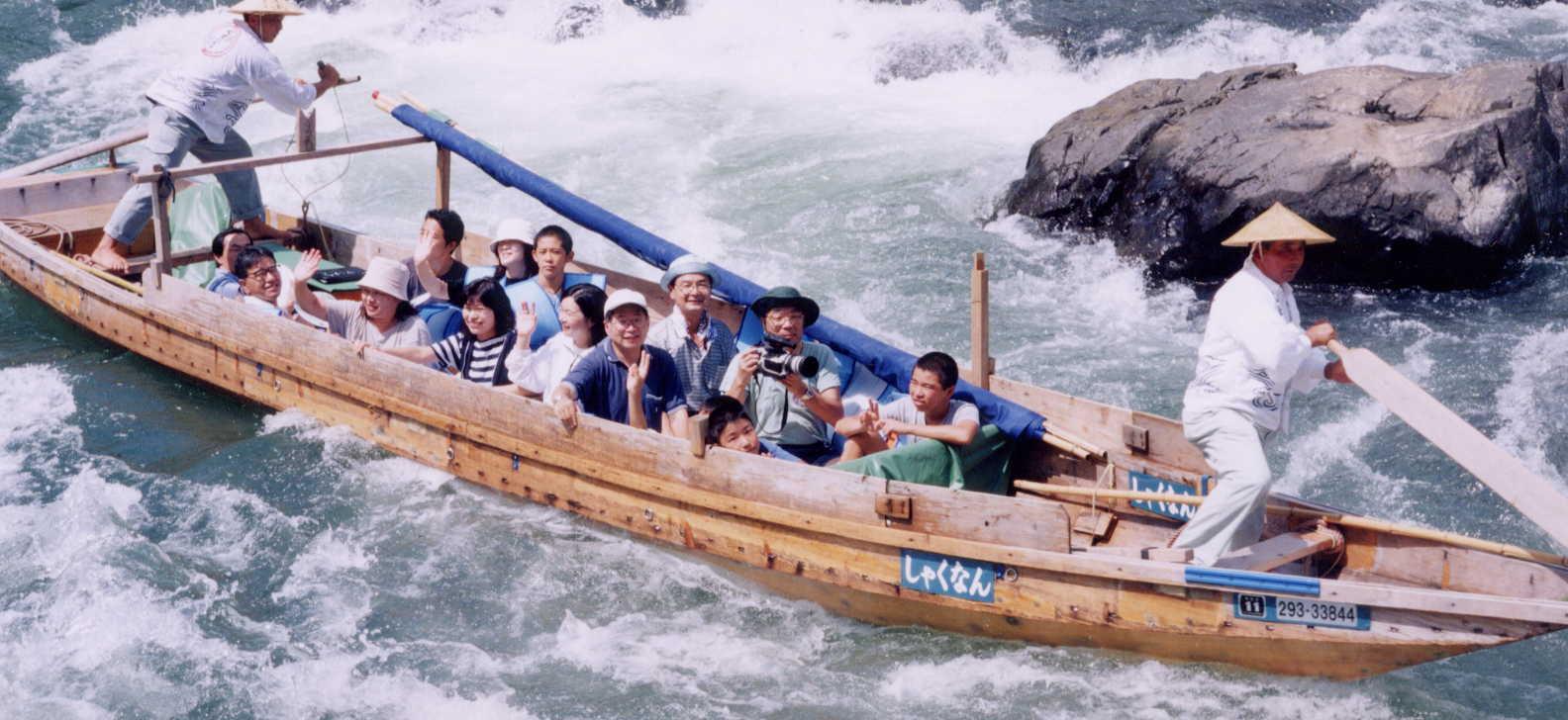 球磨川下りを楽しみます