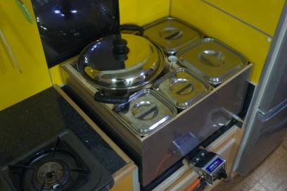 SUSの湯煎鍋にはSUSのキッチンポットと丸鍋