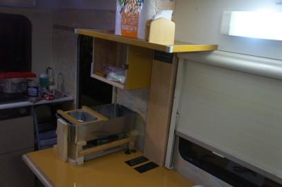 棚を新設して、その下には湯煎用ポット