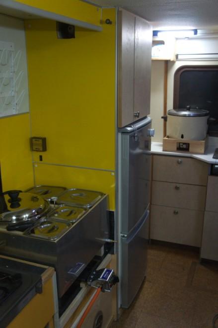 湯煎鍋をセットしてカウンターにはガス釜をセット