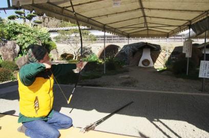 飫肥城で弓に挑戦
