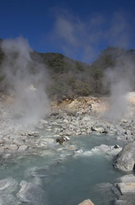 山之城温泉に 噴出量が減って川の水は冷たいところが多い