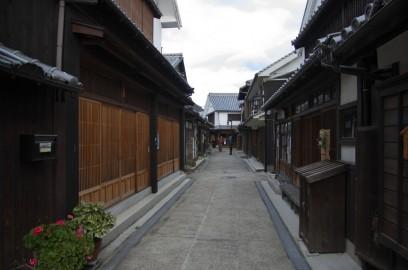 町並みは江戸時代の建屋が残る
