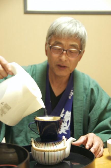 夕食後は部屋で急須にコーヒーを煎れる