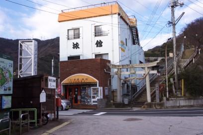 大長港の前にあるオレンジハウス 宿泊は¥5250(2食付)と安い