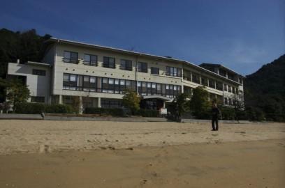 砂浜に面した宿です