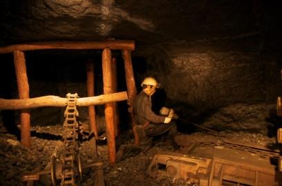 坑内の様子を再現