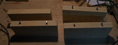 耐火煉瓦にダボの丸鋼