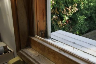 古い木製サッシュ 建具は外しています