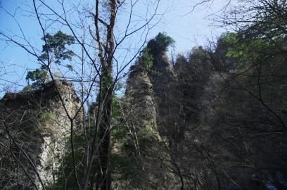 みあげるような大岩の奇岩
