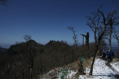 南岳と中岳が見える