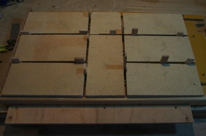耐火煉瓦パネル  耐火煉瓦を組み合わせて、目地に耐火モルタルを詰める準備