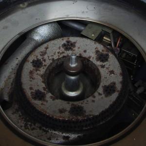 鍋底のセンサーがノブを押し下げるとガスが切断