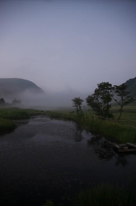 鏡ヶ成の高原に夕霧が迫る