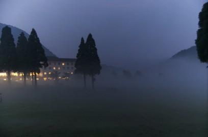奥大山休暇村も夜霧に包まれる