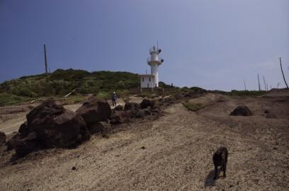 加賀の潜戸 灯台から岩場に下る