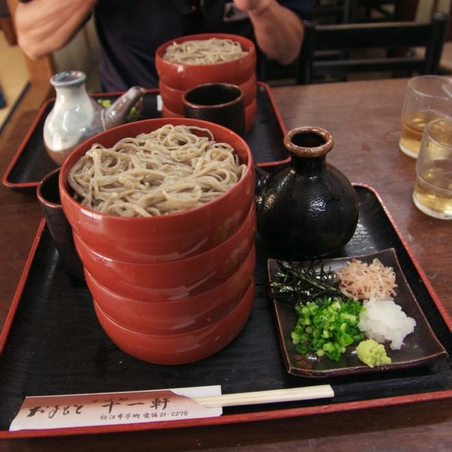 松江で手打ちの割子蕎麦を食べる