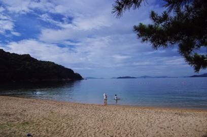 朝早いので浜はまだ静か