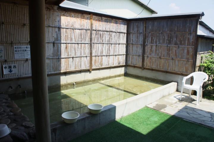 瀬戸川温泉の露天風呂 手前が暖かい