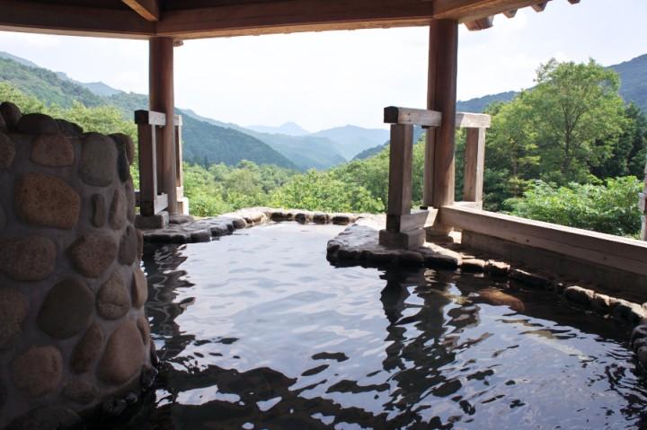 のとろ温泉 天空の湯 山深い場所で富栄山登山口でもある キャンプ場、バンガローなどもある