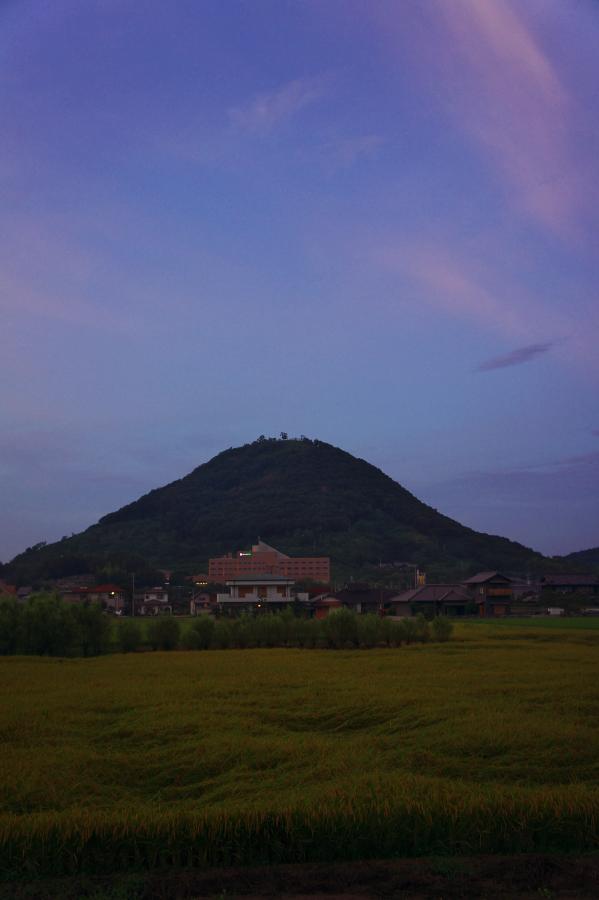 東讃岐富士とトレスタ白山 標高は203m