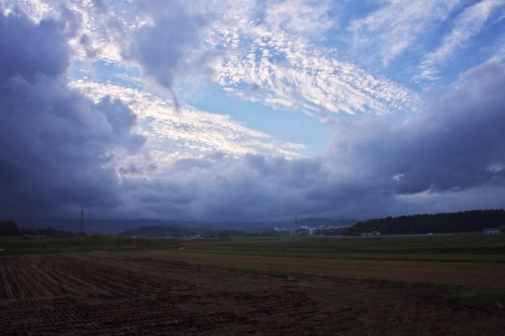 雲が秋の空を高く感じさせる