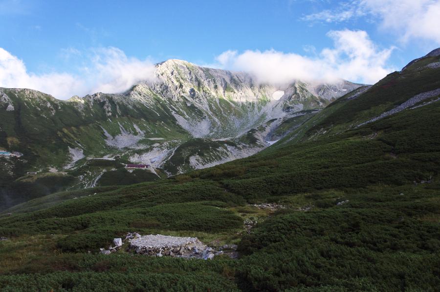 剣山荘から剱沢、別山を望む
