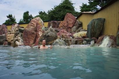 金太郎温泉の白濁した硫黄泉