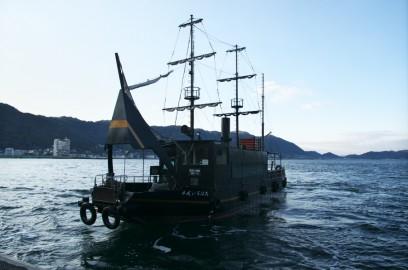 仙酔島には連絡船で