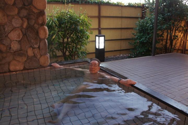 露天風呂でゆっくり 風景は見えない