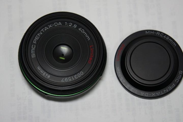 PENTAX-DA 1:2.8 40mm Limited カップはネジ式2段