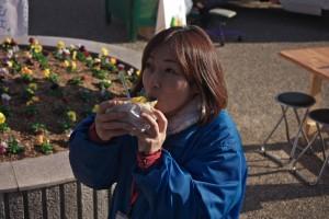 マルシェ仕掛人平井さんも食べてもらいました