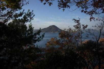 いつもの半島で似島を眺める