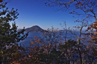 いつもの岬から 今日は快晴 安芸小富士(似島)がくっきり