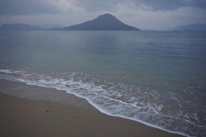 瀬戸内の海岸を散歩