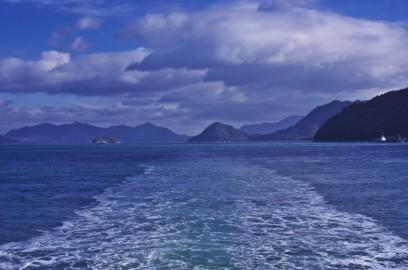 宗方港からフェリーで岡村島に