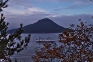 いつもの岬で松山行きのフェリーが通過