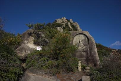 9:23 岩には観音様が多く彫ってある 幾つなのか数えきれない