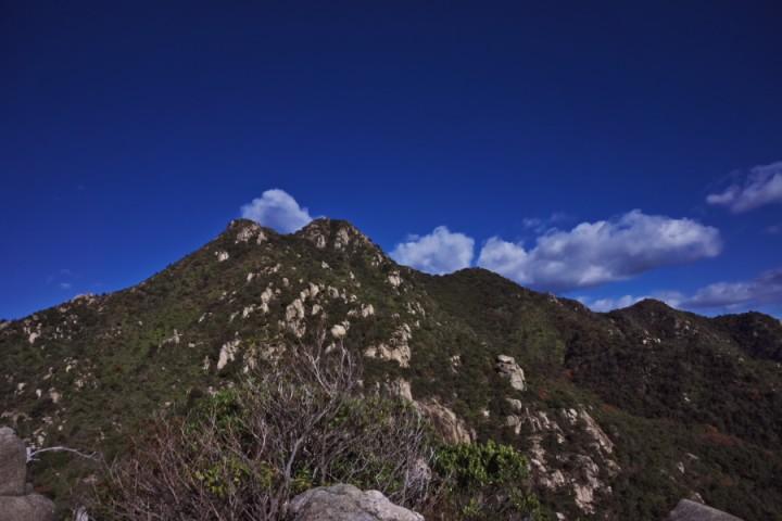 快晴の空の右田ヶ岳